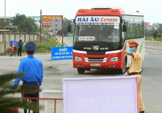 Hải Phòng mở lại vận tải hành khách liên tỉnh - Ảnh 1.