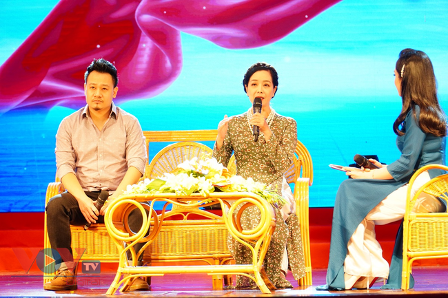 Chương trình giao lưu nghệ thuật 'Bài ca Hà Nội' mừng Ngày Giải phóng Thủ đô - Ảnh 3.