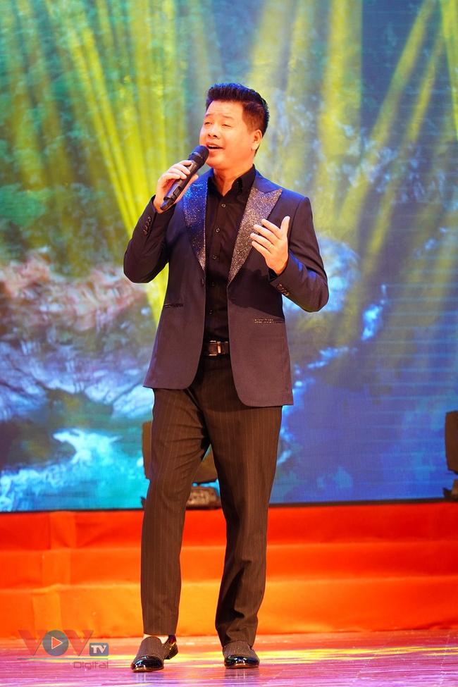 Chương trình giao lưu nghệ thuật 'Bài ca Hà Nội' mừng Ngày Giải phóng Thủ đô - Ảnh 2.
