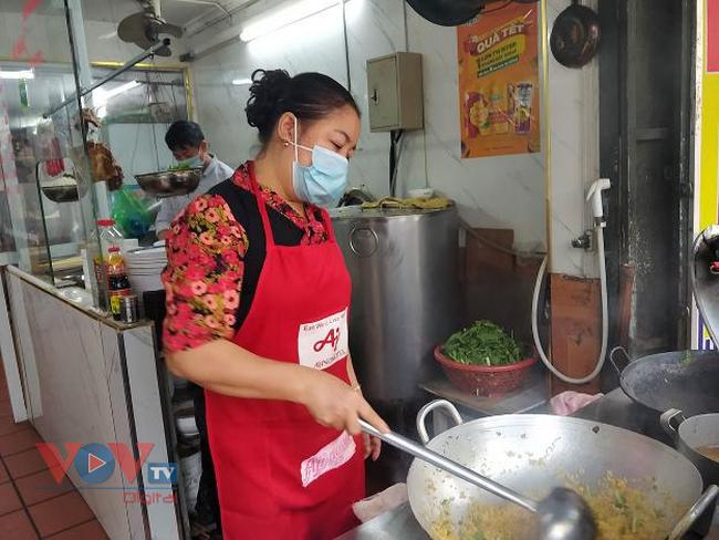 Hà Nội: Danh sách 18 quận huyện có thể mở hàng quán từ 12h ngày 16/9 - Ảnh 1.