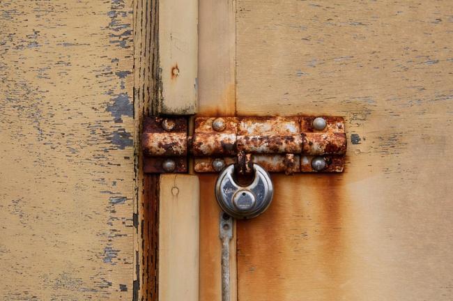 Nhiếp ảnh gia chụp hơn 400 ổ khóa trong mùa dịch - Ảnh 8.