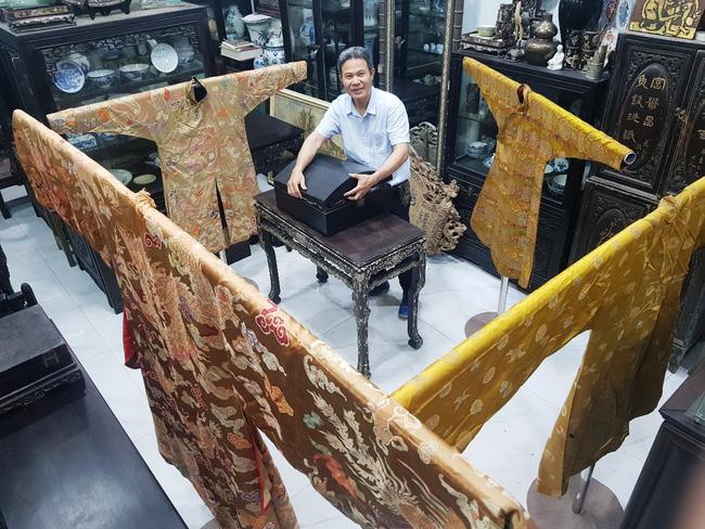 Ngắm bộ sưu tập cá nhân trang phục triều Nguyễn hiếm có tại Huế - Ảnh 1.