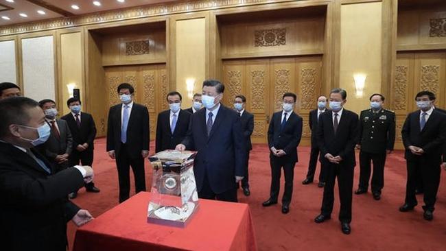 Trung Quốc lần đầu tiên công khai mẫu vật Mặt Trăng - Ảnh 2.