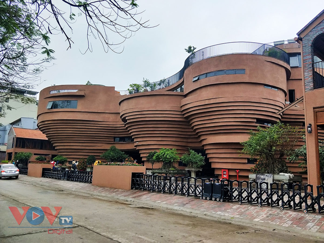 Người dân Thủ đô 'phát sốt' với bảo tàng gốm Bát Tràng 150 tỷ đồng - Ảnh 1.
