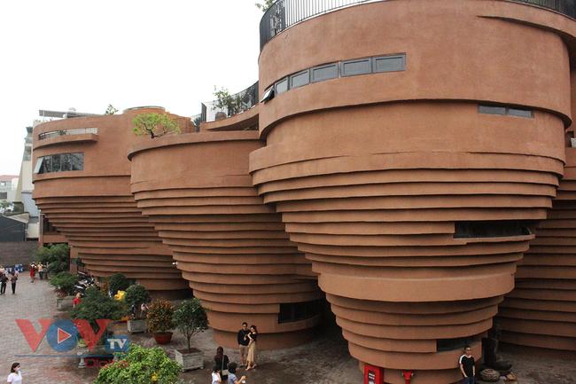 Người dân Thủ đô 'phát sốt' với bảo tàng gốm Bát Tràng 150 tỷ đồng - Ảnh 2.