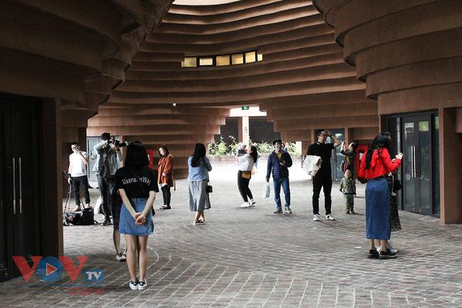 Người dân Thủ đô 'phát sốt' với bảo tàng gốm Bát Tràng 150 tỷ đồng - Ảnh 10.