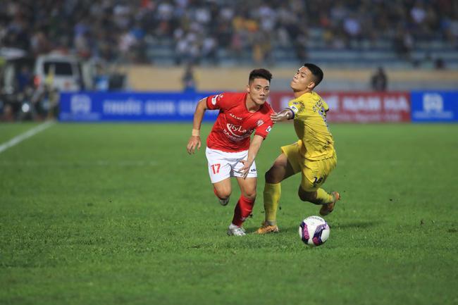 Kết quả Nam Định 3-2 TP.HCM: Lee Nguyễn nhận thẻ đỏ - Ảnh 2.