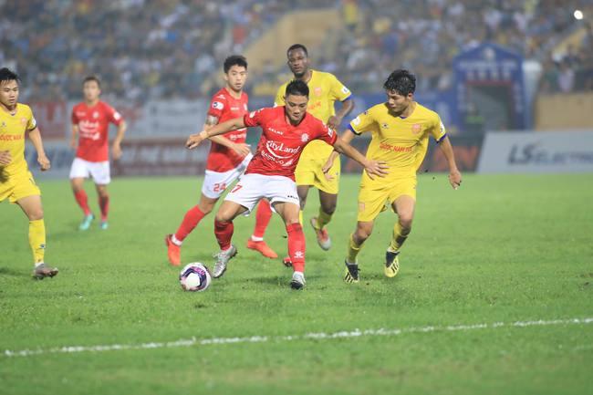 Kết quả Nam Định 3-2 TP.HCM: Lee Nguyễn nhận thẻ đỏ - Ảnh 1.