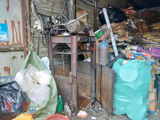 Hà Nội: Tiềm ẩn nguy cơ cháy nổ từ những kho hàng, ki ốt - Ảnh 17.