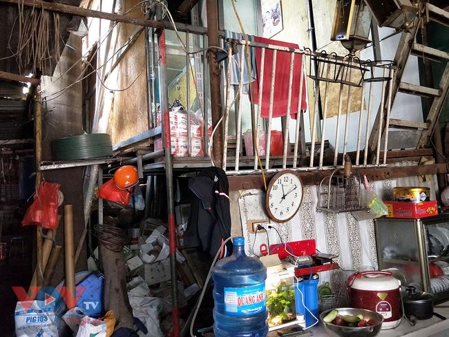 Hà Nội: Tiềm ẩn nguy cơ cháy nổ từ những kho hàng, ki ốt - Ảnh 20.
