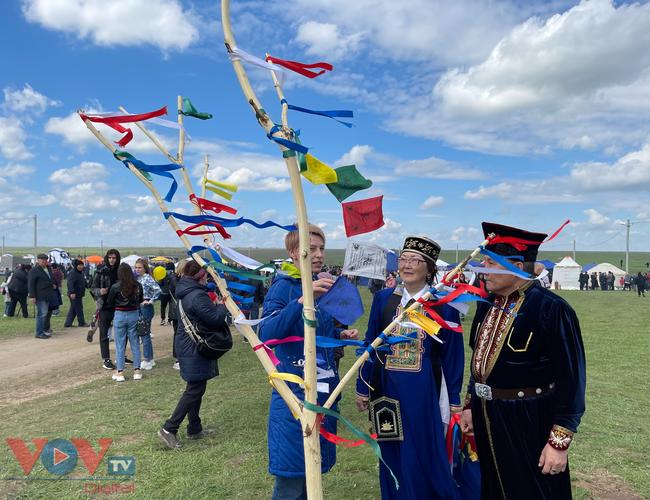 Hoà cùng sắc màu thảo nguyên Kalmykia tại lễ hội hoa tulip - Ảnh 2.