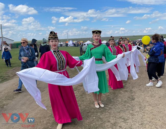 Hoà cùng sắc màu thảo nguyên Kalmykia tại lễ hội hoa tulip - Ảnh 4.