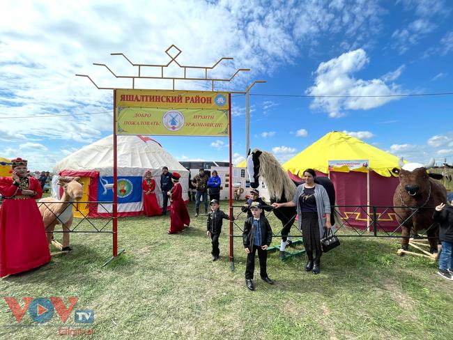 Hoà cùng sắc màu thảo nguyên Kalmykia tại lễ hội hoa tulip - Ảnh 5.