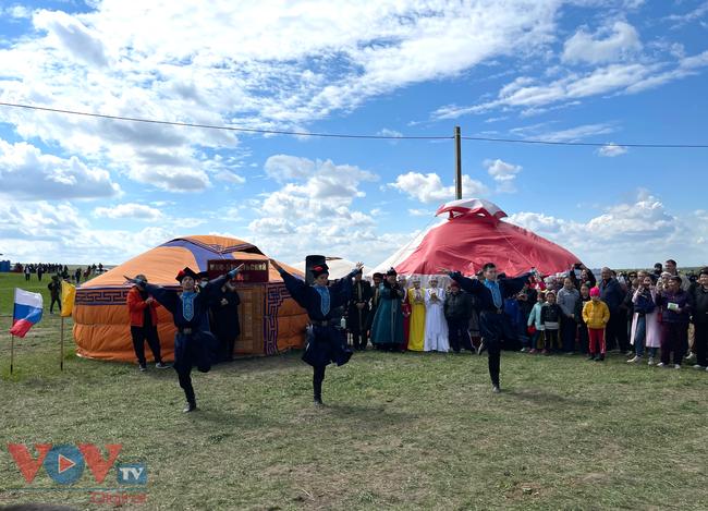 Hoà cùng sắc màu thảo nguyên Kalmykia tại lễ hội hoa tulip - Ảnh 9.