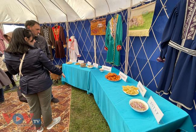 Hoà cùng sắc màu thảo nguyên Kalmykia tại lễ hội hoa tulip - Ảnh 7.