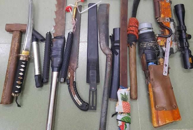 Băng nhóm 20 đối tượng dùng hung khí truy sát nhau ở Long An - Ảnh 1.