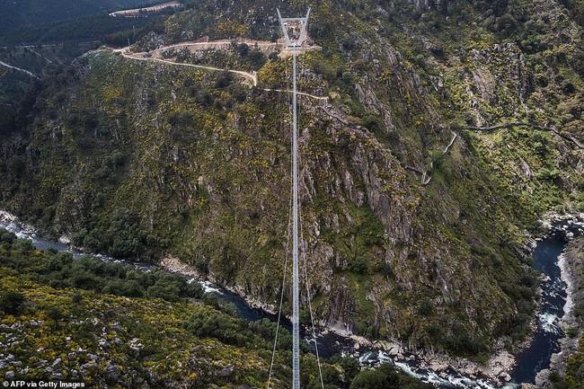 Bồ Đào Nha khánh thành cầu treo đi bộ dài nhất thế giới  - Ảnh 8.