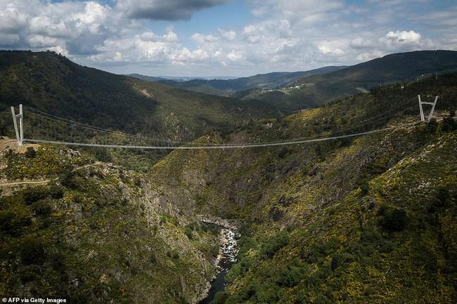 Bồ Đào Nha khánh thành cầu treo đi bộ dài nhất thế giới  - Ảnh 1.