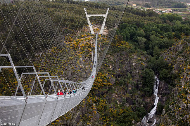 Bồ Đào Nha khánh thành cầu treo đi bộ dài nhất thế giới  - Ảnh 3.