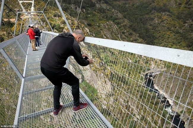 Bồ Đào Nha khánh thành cầu treo đi bộ dài nhất thế giới  - Ảnh 4.