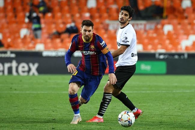 Vòng 34 La Liga: Thắng kịch tính Valencia, Barcelona cạnh tranh gắt gao ngôi vô địch - Ảnh 1.