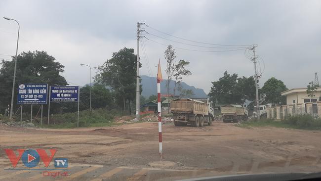 Tỉnh Hòa Bình chỉ đạo xử lý khai thác đất trái phép sau phản ánh của VOVTV - Ảnh 2.
