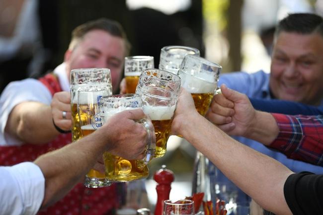 Đức tiếp tục hủy lễ hội bia Oktoberfest lớn nhất thế giới - Ảnh 1.