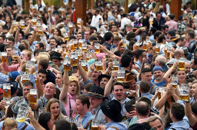 Đức tiếp tục hủy lễ hội bia Oktoberfest lớn nhất thế giới - Ảnh 2.