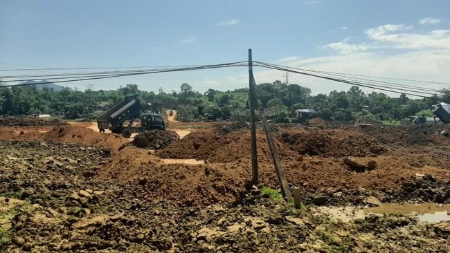 """Hòa Bình: Dự án xây dựng hạ tầng khu đấu giá đất sử dụng """"đất tặc"""" để san, lấp tạo mặt bằng - Ảnh 2."""