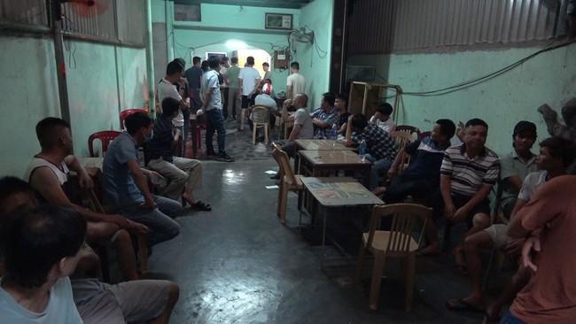 Thừa Thiên Huế: Bắt tạm giam 2 đối tượng tổ chức đánh bạc tang số gần 2 tỷ đồng - Ảnh 1.