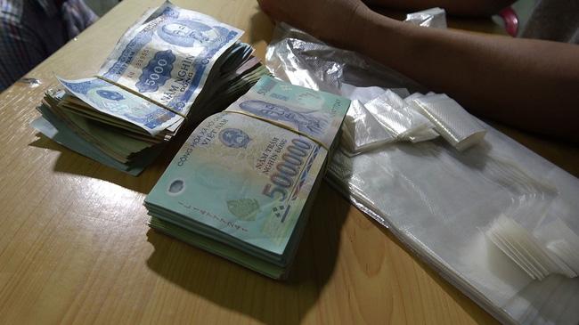 Thừa Thiên Huế: Bắt tạm giam 2 đối tượng tổ chức đánh bạc tang số gần 2 tỷ đồng - Ảnh 2.