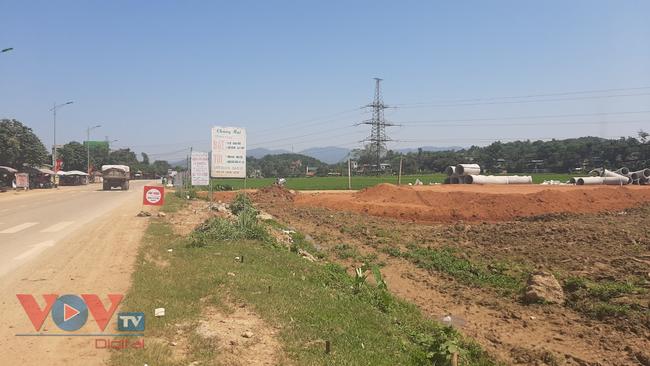 """Hòa Bình: Dự án xây dựng hạ tầng khu đấu giá đất sử dụng """"đất tặc"""" để san, lấp tạo mặt bằng - Ảnh 3."""