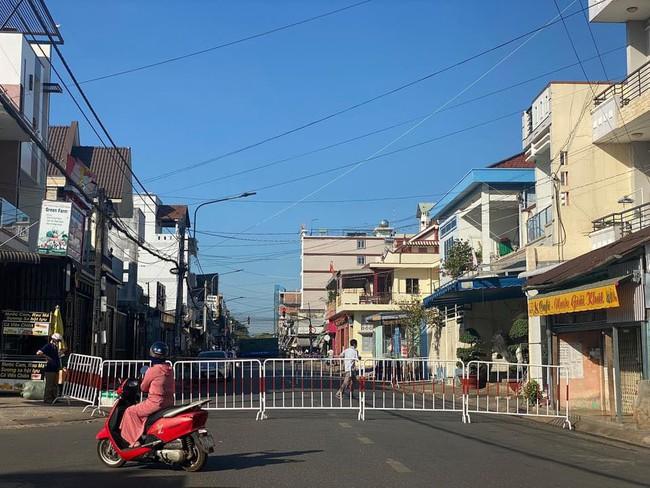 Phong tỏa khu phố liên quan đến nữ bệnh nhân Covid-19 ở Đồng Nai - Ảnh 2.