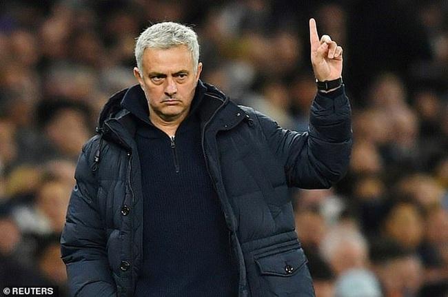 Mourinho thoát cảnh thất nghiệp nhờ đăng CV lên Instagram - Ảnh 1.