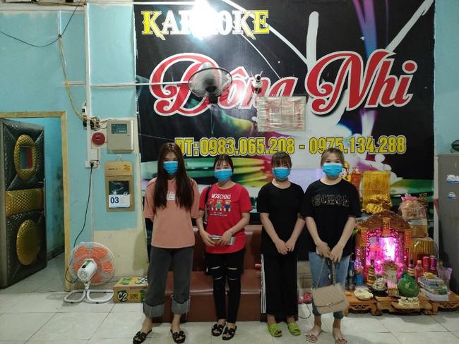 Quảng Ninh: Cách ly bắt buộc 8 thanh niên tụ tập hát karaoke bất chấp lệnh cấm - Ảnh 1.