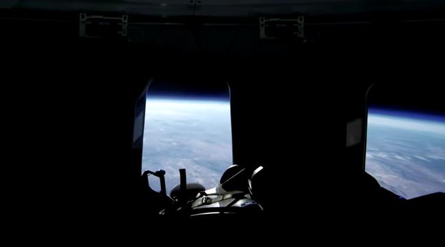 Công ty tên lửa Blue Origin bắt đầu mở bán vé du lịch vũ trụ - Ảnh 3.