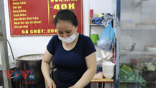 Hà Nội: Nhiều cửa hàng ăn uống chủ động phòng, chống dịch Covid-19 sau khi được mở cửa trở lại - Ảnh 2.