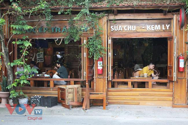 Hà Nội: Nhiều cửa hàng ăn uống chủ động phòng, chống dịch Covid-19 sau khi được mở cửa trở lại - Ảnh 8.