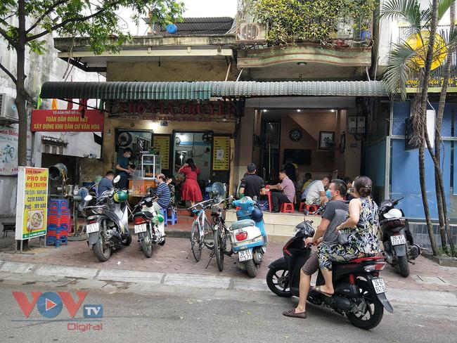 Hà Nội: Nhiều cửa hàng ăn uống chủ động phòng, chống dịch Covid-19 sau khi được mở cửa trở lại - Ảnh 10.