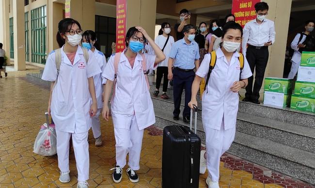 Sinh viên tình nguyện tham gia phòng chống dịch được bồi dưỡng 300.000đ/ngày - Ảnh 1.