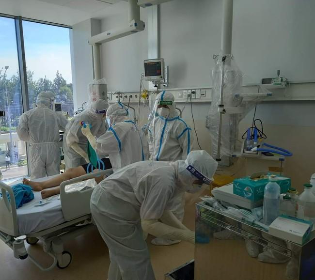 Chùm ảnh: Trong phòng bệnh bệnh nhân nguy kịch của Bệnh viện Hồi sức COVID-19 quy mô 1.000 giường TP.HCM - Ảnh 2.