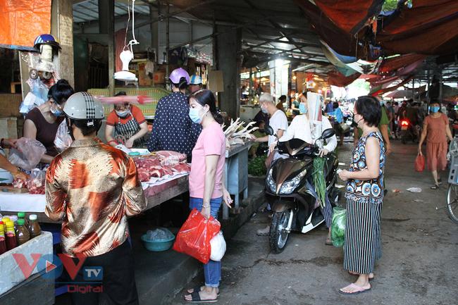 Hà Nội: Người dân phường Nhật Tân đi chợ bằng phiếu - Ảnh 14.