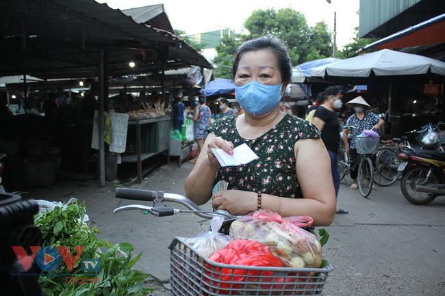 Hà Nội: Người dân phường Nhật Tân đi chợ bằng phiếu - Ảnh 12.