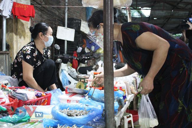 Hà Nội: Người dân phường Nhật Tân đi chợ bằng phiếu - Ảnh 10.