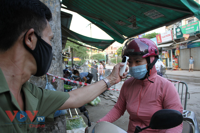 Hà Nội: Người dân phường Nhật Tân đi chợ bằng phiếu - Ảnh 8.