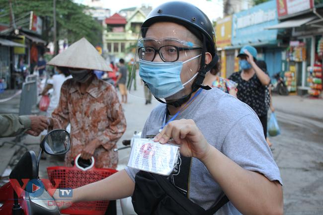 Hà Nội: Người dân phường Nhật Tân đi chợ bằng phiếu - Ảnh 7.