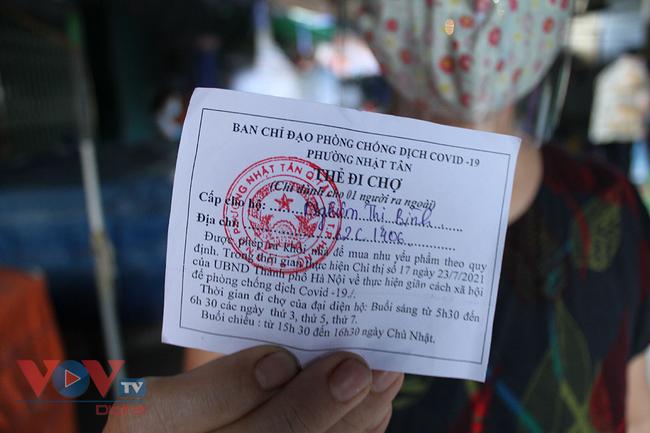 Hà Nội: Người dân phường Nhật Tân đi chợ bằng phiếu - Ảnh 5.
