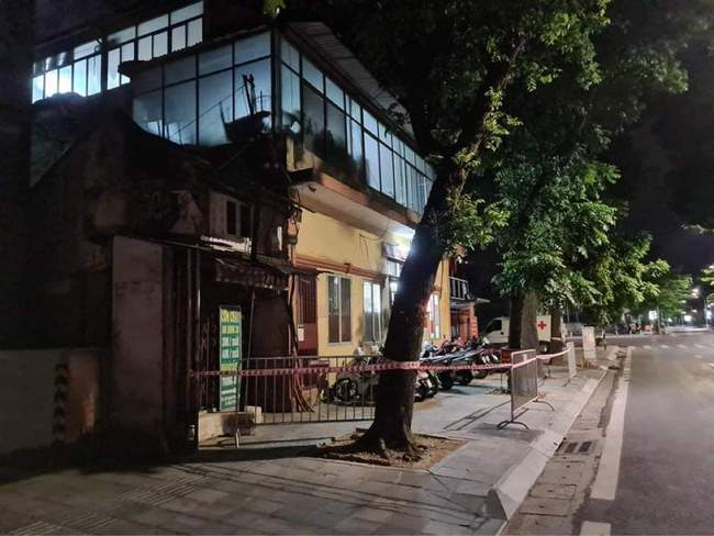 Hà Nội: Phong tỏa tạm thời trụ sở Công an phường Lê Đại Hành  - Ảnh 1.