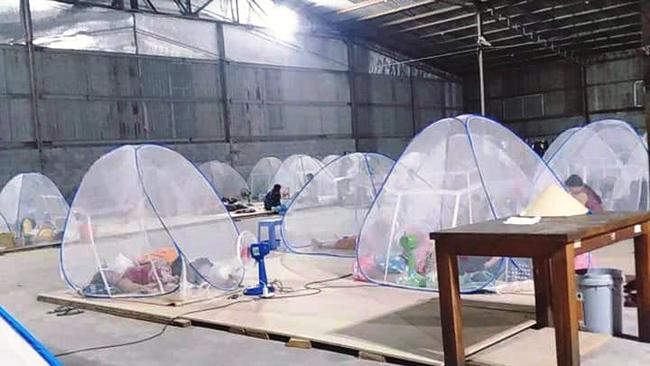 Bình Dương: Đưa hàng trăm F0 tại một doanh nghiệp sản xuất '3 tại chỗ' đi điều trị - Ảnh 2.