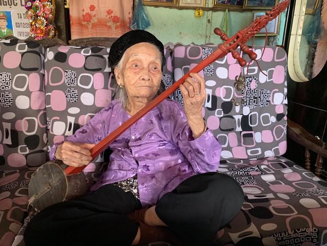 Nghệ nhân trăm tuổi Mỗ Thị Kịt: Một đời với then - Ảnh 4.